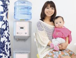 安心な水を選ぶ「私と赤ちゃんを、つなぐ水」
