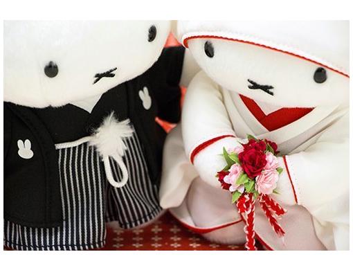 【ギフトにおすすめ】美しい白無垢と紋付袴の姿で向き合っているのは…ミッフィー!