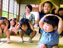 家具の固定は基本。赤ちゃんと家族を守る、わが家の防災!