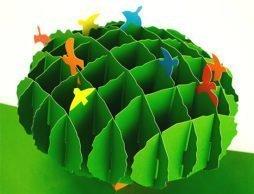 彫刻家のつくるポップアップ絵本 『ちいさなふしぎな森』