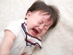 ハラハラ、ひやり。電車の中で赤ちゃんがグズったときに泣きやませるコツは?