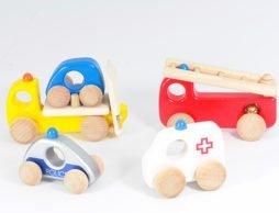 子どもの好きなくるまが勢ぞろい!ボーネルンド木の遊び道具