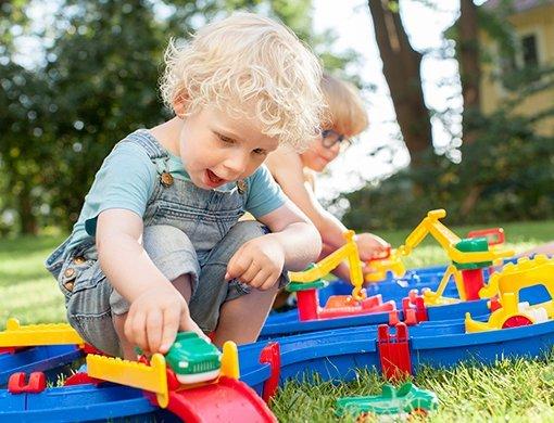 【夏フェア おもちゃ】運河の不思議を体感できちゃう!?スウェーデン生まれのおもちゃ「アクアプレイ」