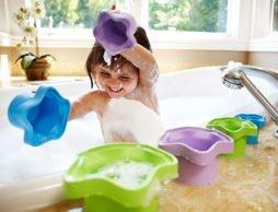 【夏フェア おもちゃ】「スタッキングカップ」で思いっきり水遊び!! …お勉強にもなっちゃう ?