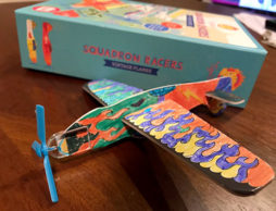【夏フェア おもちゃ】工作が苦手だったあの子も夢中に!? 塗って作って飛ばして遊べるヴィンテージプレーン