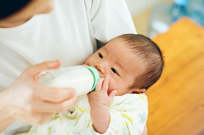 産科医に聞きました!赤ちゃんとお水 妊娠、出産、離乳食期の水分補給のポイント 〜第11回〜