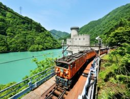 【news】4月20日からトロッコの運行開始!GWは家族そろって新緑の黒部峡谷へ