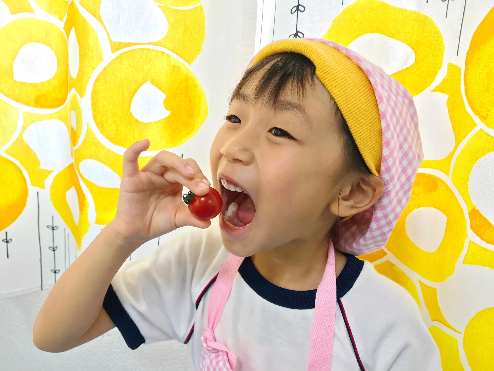 涼しげで可愛い!夏が旬のブドウとトマトで作るデザート
