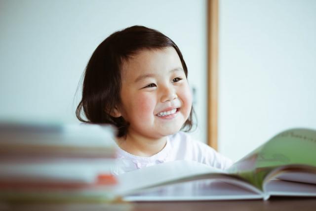 【news】小学生の夏休みの読書感想文に関する調査では、ママが「本選び」から手伝う!?