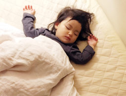 赤ちゃんの眠りと寝かしつけ