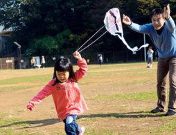 ゴミ袋・レジ袋で作って、凧あげしよう!