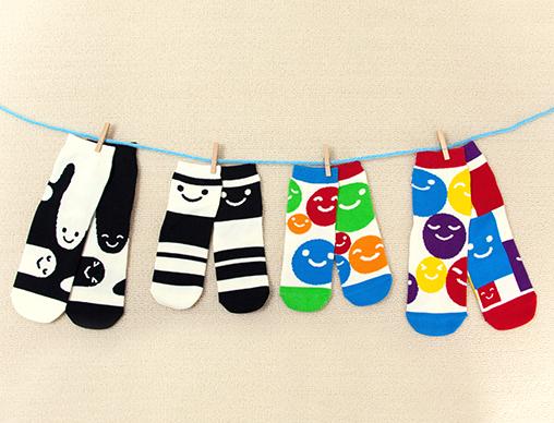 【絵本ナビ限定商品】新井洋行さんの人気赤ちゃん絵本が、親子おそろいで履けるソックスになりました!