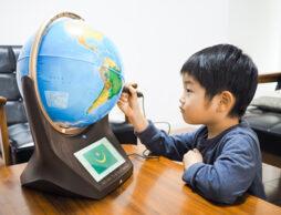 家事が忙しいときも大助かり! 子どもが一人で学習する習慣が身につく「未来型地球儀」