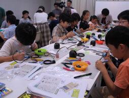 『子供の科学』の電子工作ワークショップに《明和電機・土佐信道》が登場! つくった楽器でLIVE共演!