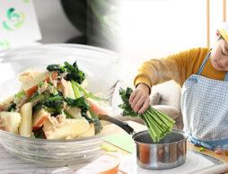 食べやすさ抜群『小松菜とリンゴのサラダ』を子どもと作ろう♪緑黄色野菜の魅力発見!
